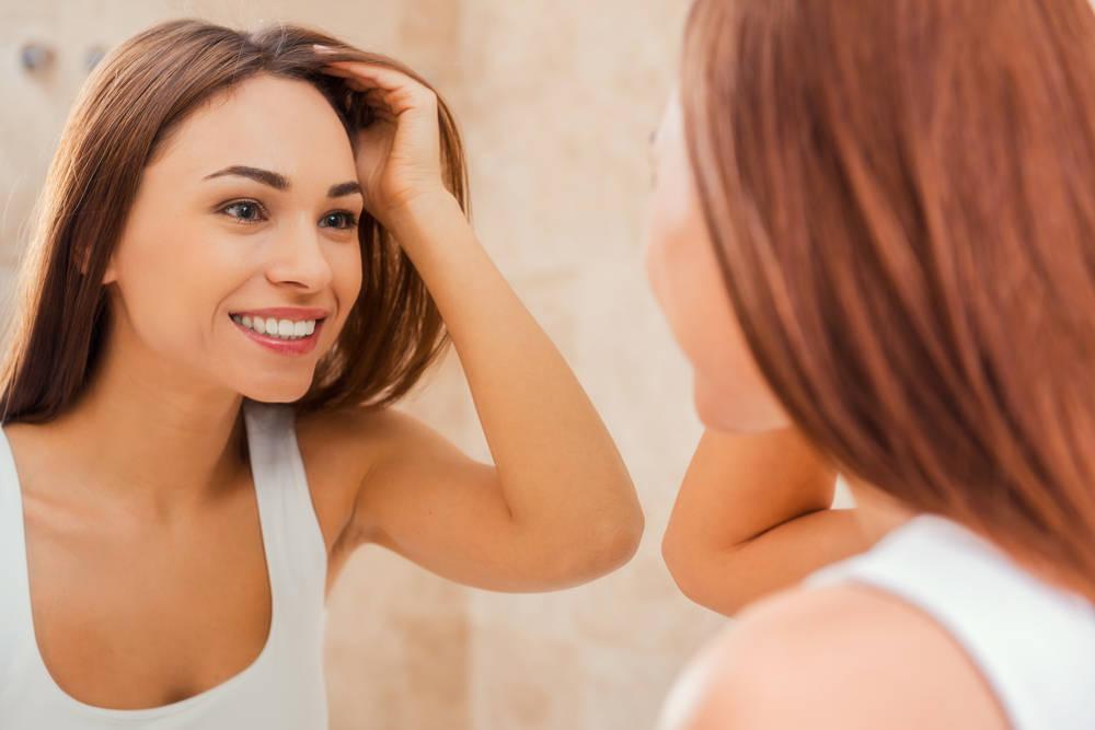 Comienza a gustarte al mirarte al espejo