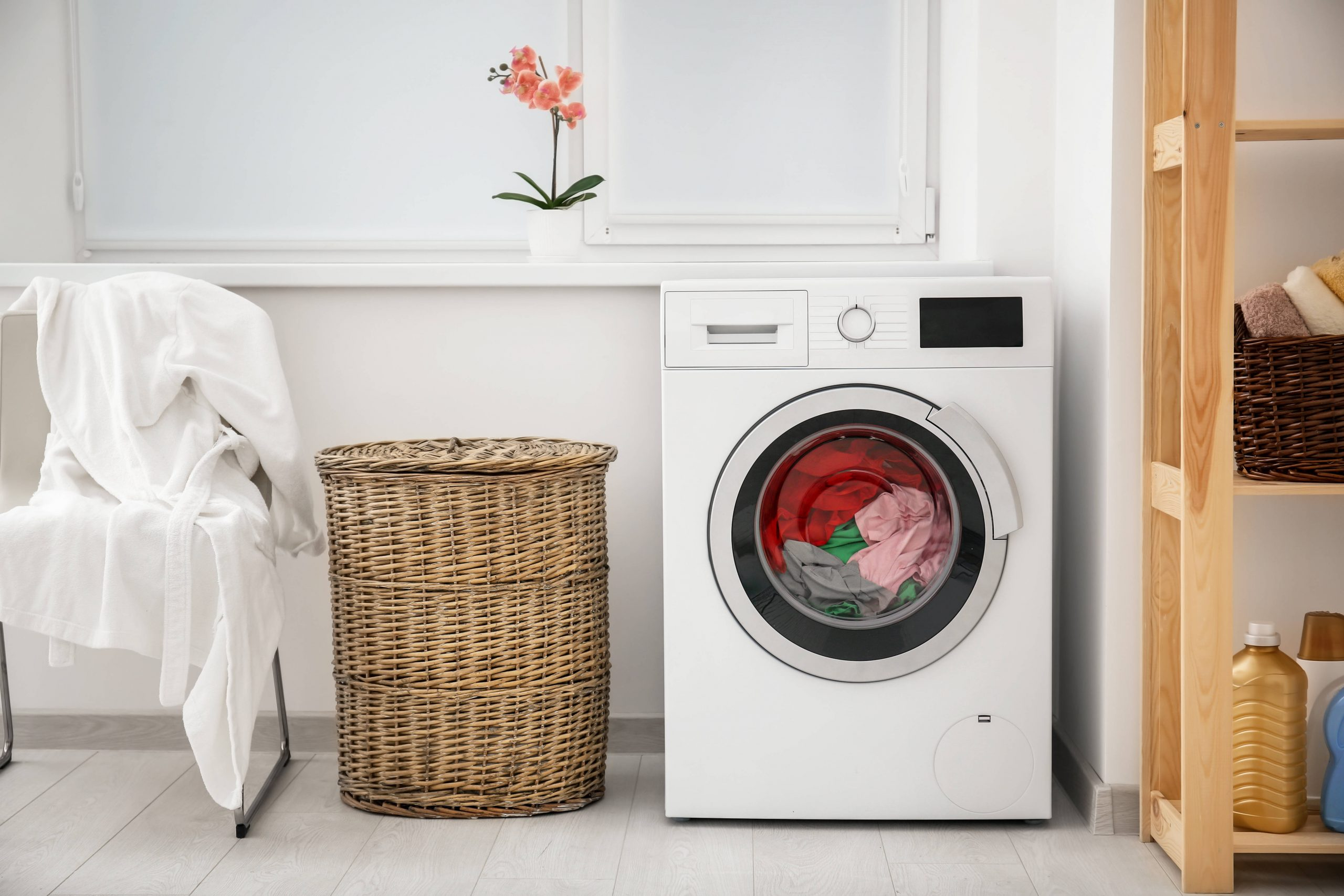 Poner la lavadora en casa está pasado de moda